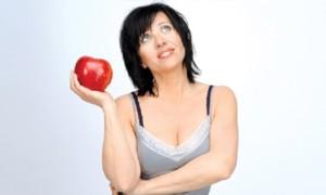 Kobieta Pierwotna z jabłkiem