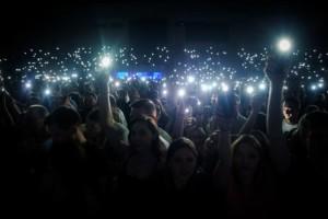 Światełka podczas koncertu - fot. Jakub Janecki