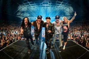 Pamiątkowe zdjęcie zespołu Scorpions - fot. Jakub Janecki