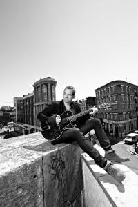 GAROU z gitarą - materiał prasowy