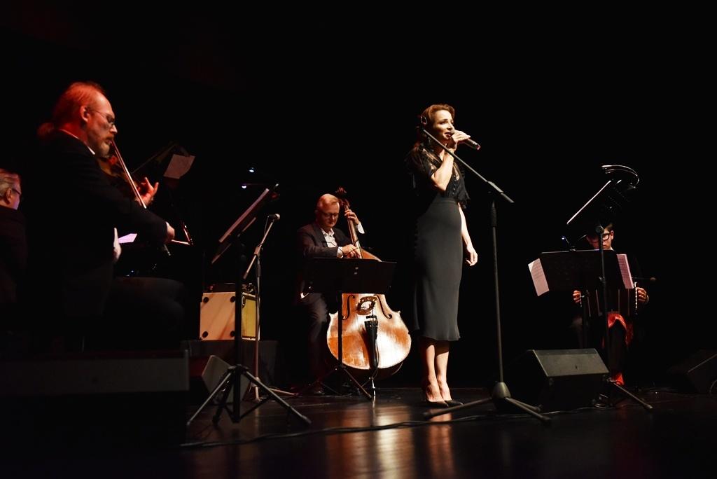 Anna Dereszowska z zespołem