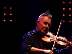 Nigel Kennedy i skrzypce - fot. Roman Soroczyński