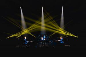 Światła grają z muzykami - fot. Jakub Janecki