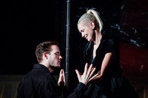 Antygona - Teatr Ateneum/ fot. Bartek Warzecha