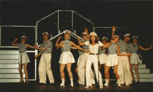 Rewia na luzie - tancerki i tancerze/ fot. materiał prasowy